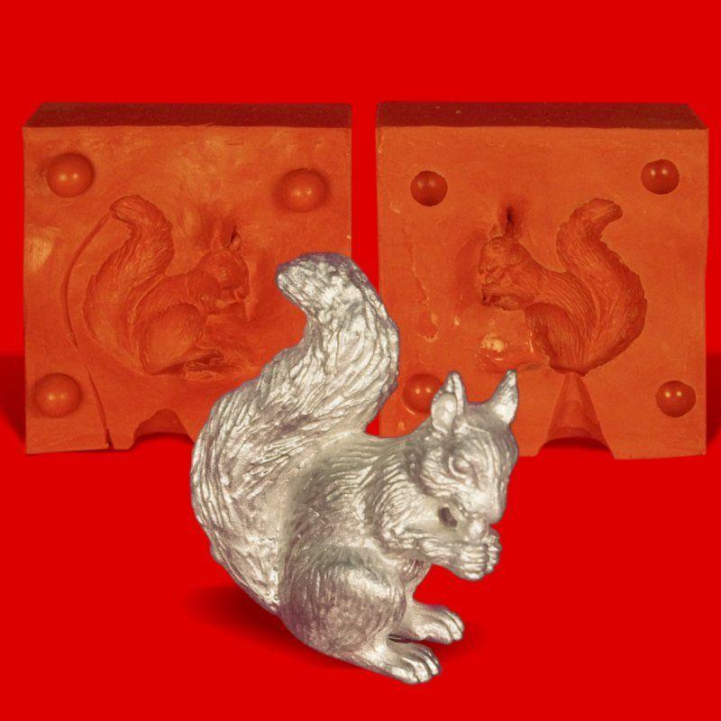 Zinngießform Eichhörnchen sitzend, ca. 70g Reinzinn