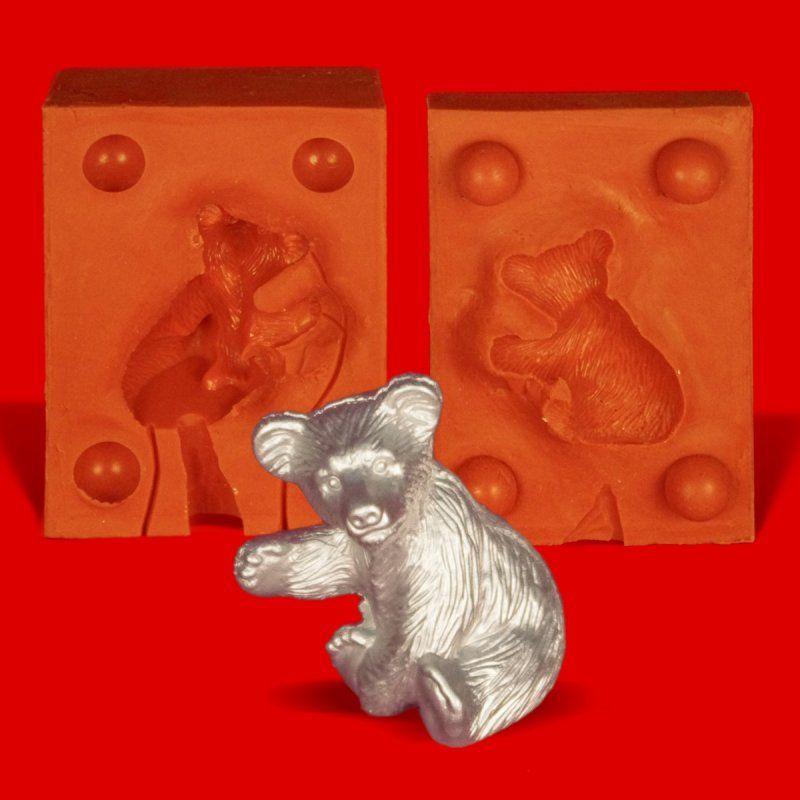 Zinngießform Bär sitzend Pfote gehoben, ca. 50g Reinzinn